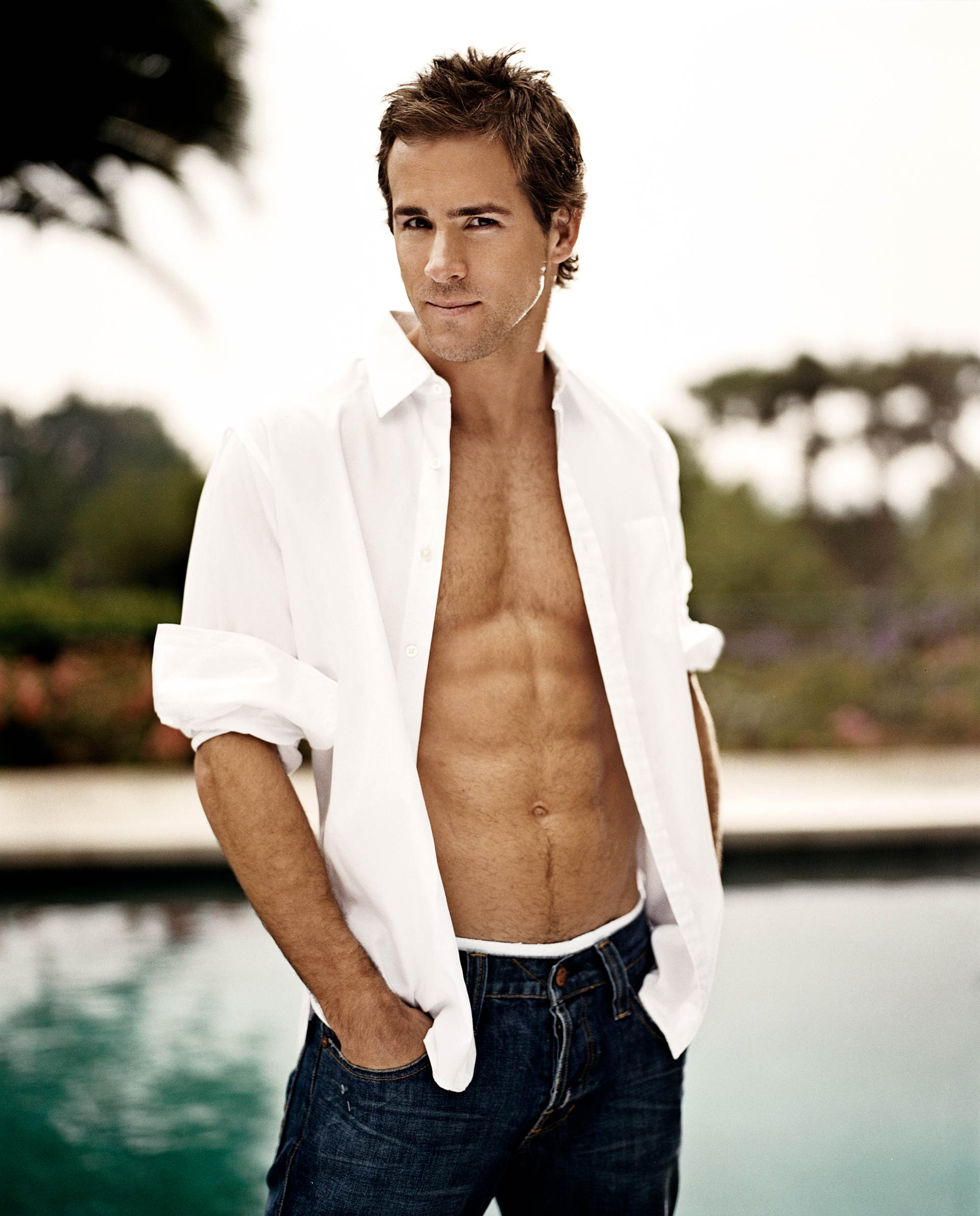 20051028_MENS_HEALTH_RYAN_REYNOLDS_0001