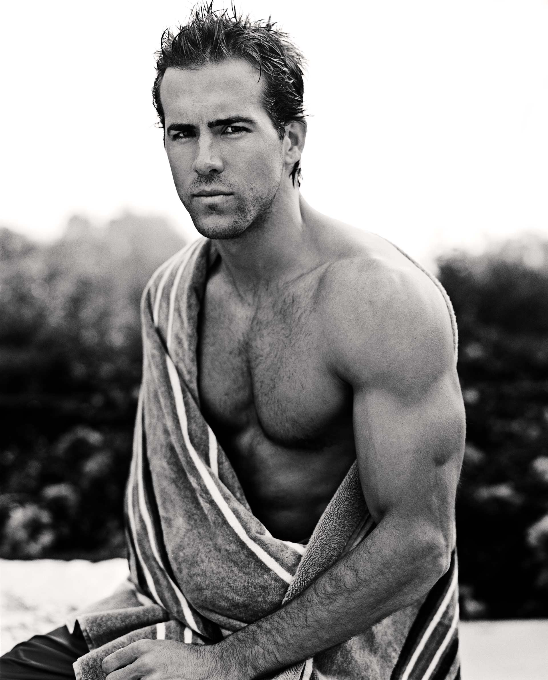 20051028_MENS_HEALTH_RYAN_REYNOLDS_RETOUCH_FLAT_0006